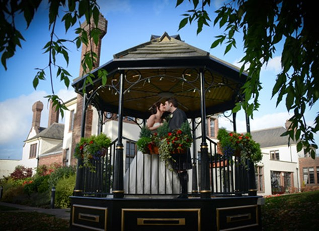 Mr Mrs Winter Wedding At Appel Inn: Winter Weddings At Western House Hotel